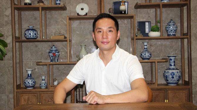 新贵族邓宜伦:不走寻常路,用不平凡的大理石瓷砖筑造中国品牌梦想