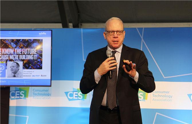 活动论坛特邀嘉宾英特尔零售全国总经理Jon Stine现场进行主题分享,发表未来智能趋势.JPG