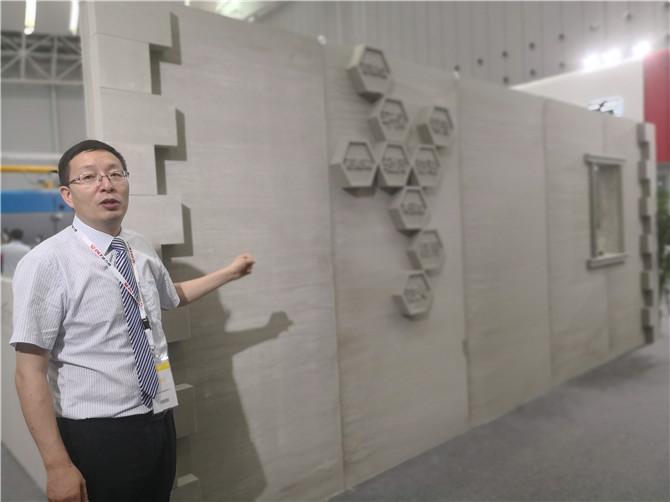 荆海山介绍德力泰设备生产的发泡陶瓷.jpg