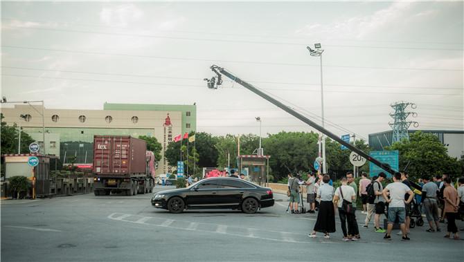 剧组在新明珠陶瓷集团三水工业园取景 (3).jpg