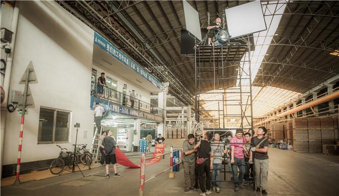 剧组在新明珠陶瓷集团三水工业园取景 (2).jpg