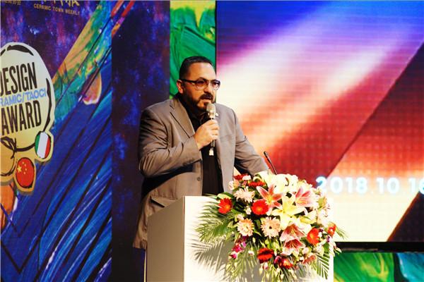 ICC瓷砖总经理汉贝托做主题演讲.jpg