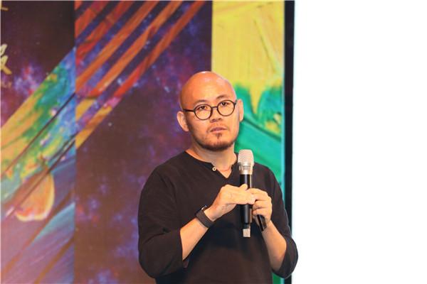 协进陶瓷市场总监石荣波先生做分享.JPG
