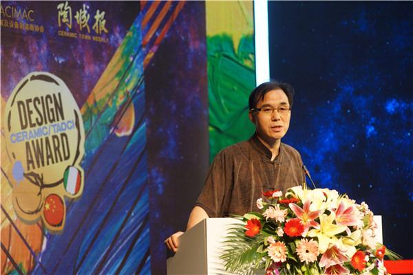 陶城报社管委会主任、社长李新良先生致辞.JPG