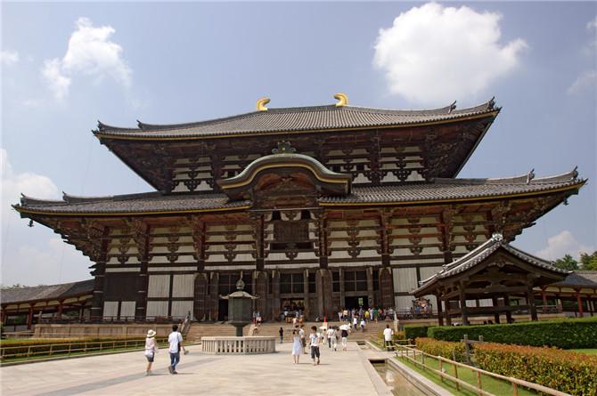 2世界上最大的木造建筑.jpg