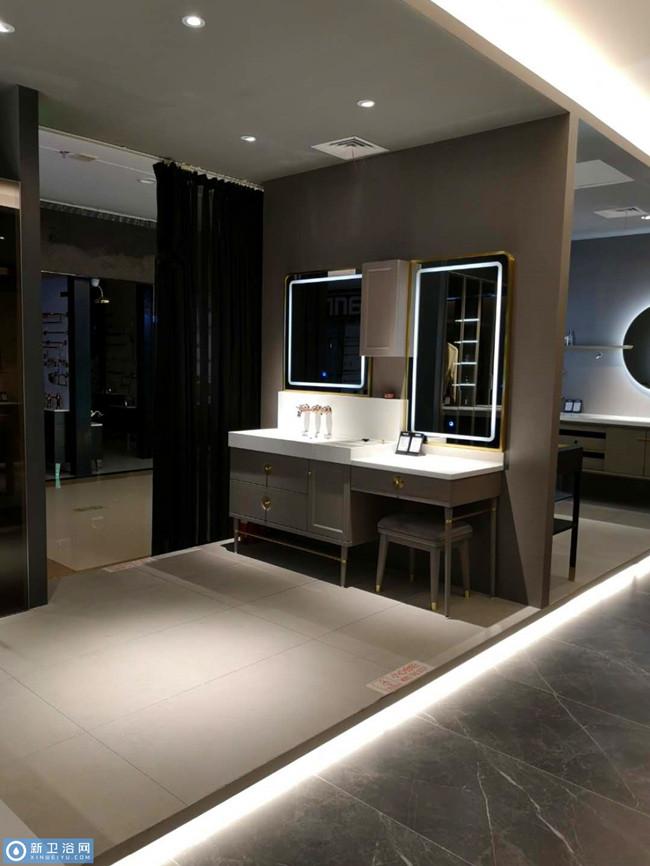 5阿洛尼浴室柜重庆专卖店.jpg