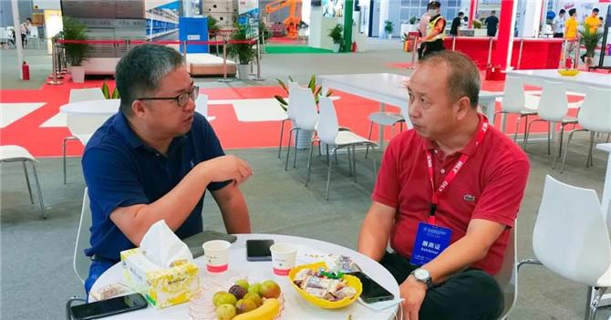 力泰吴俊良:岩板重新激活行业创新力,陶机的春天又来了...|老牛说·面对面