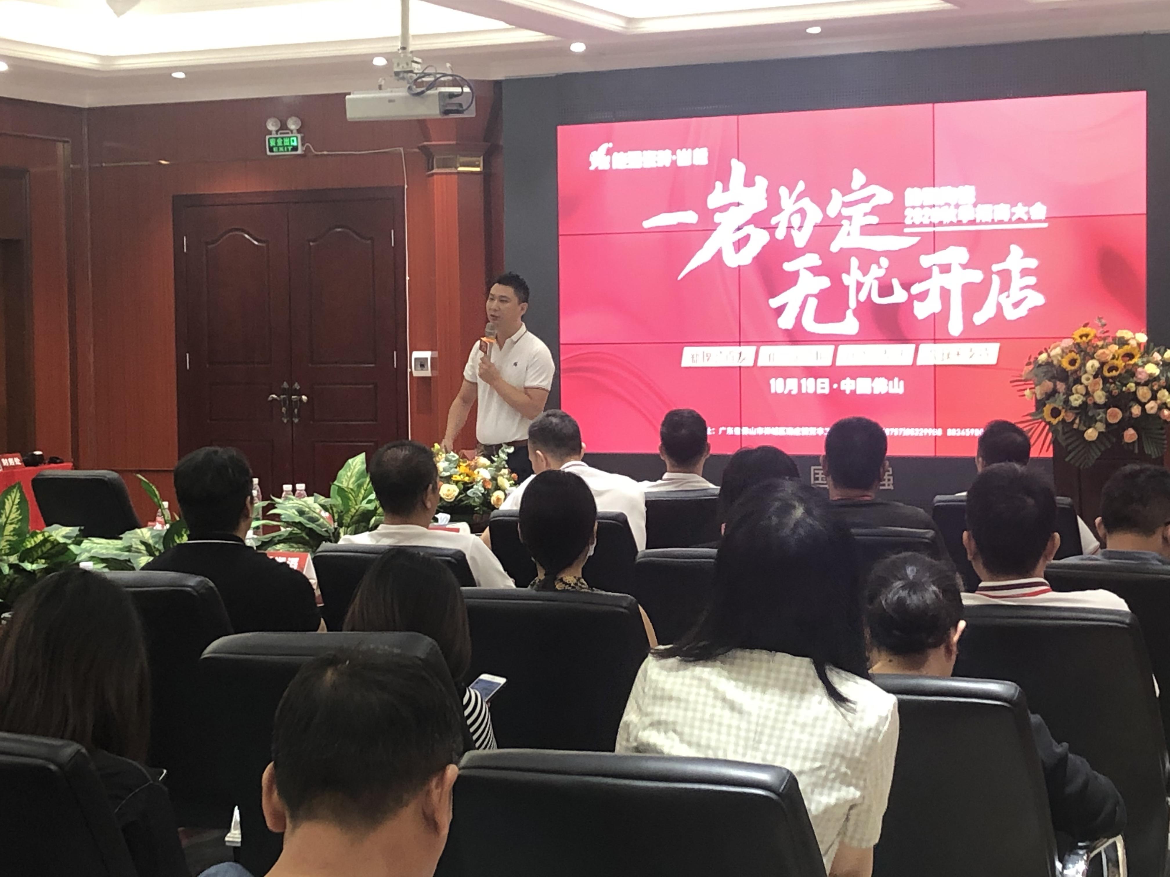 集团市场推广主管周晶介绍营销帮扶.JPG