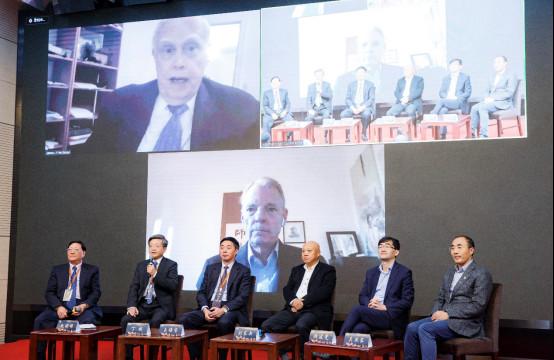 恒洁集团CEO丁威先生对话诺贝尔经济学奖得主11231030.jpg
