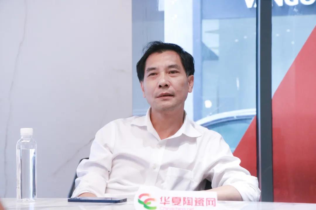 """梁荣群:顺辉岩板""""1+N""""战略,核心竞争力在""""顺辉天成""""丨老牛说•面对面"""