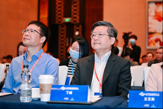 创新驱动,极致体验!恒洁集团CEO丁威先生应邀在全球制造业创新峰会发表演讲0514424.jpg