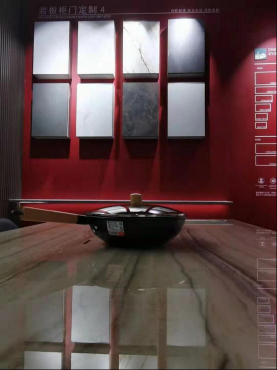 东唯岩板精彩亮相东莞国际设计周0916652.jpg