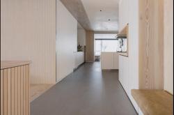 看腻了黑白灰搭配?纯白+原木的私宅设计,处处是温暖清新